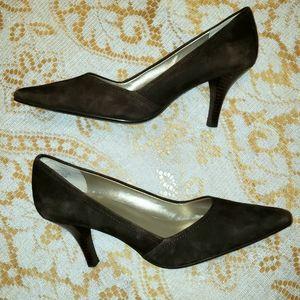 Anne Klein Brown suede pumps heels 8